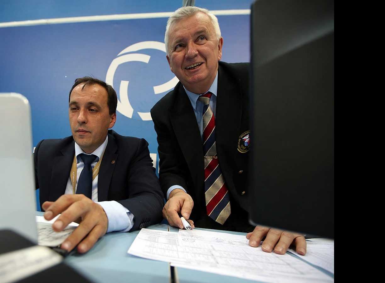 Олег Колобов