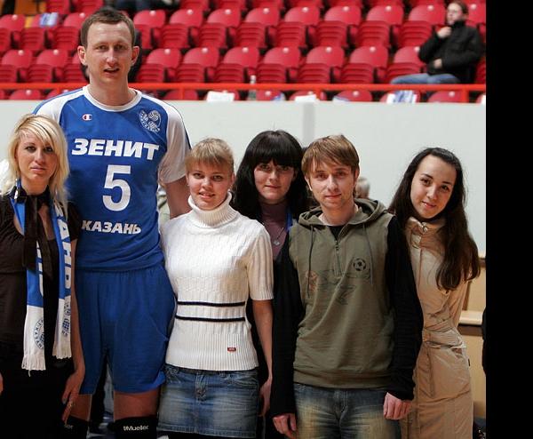 Александр Богомолов с болельщиками Зенита