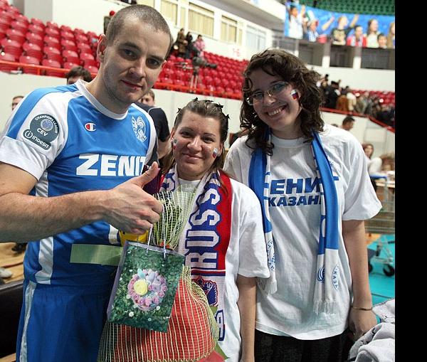Болельщики поздравили Владислава Бабичева с Днем рождения!